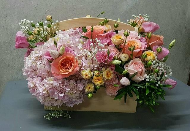 กระเช้าดอกไม้สด
